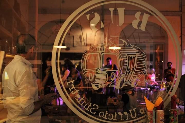 Logo Bus Beershop Ufficio Sinistri, nuovo locale specializzato in birre aperto in pieno centro a Forlì.