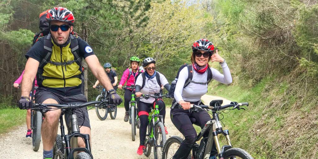 Slow biking degli ospiti del San Felice Sporting Hotel in Val d'Illasi.