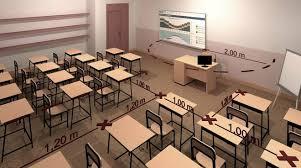una aula vuota solo con file di banchi e sedie allineati