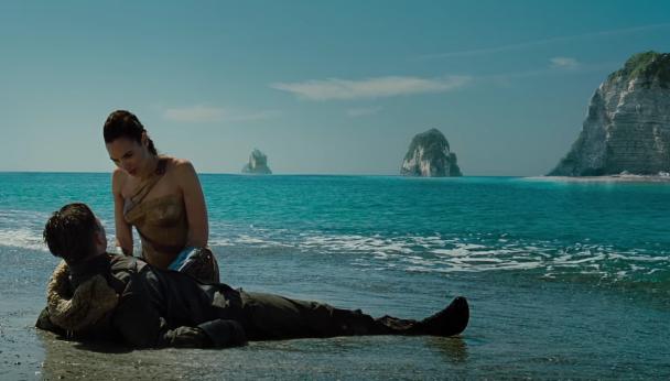 Film girati in Italia: Wonder Woman e Steve Trevor sulla spiaggia di Palinuro.