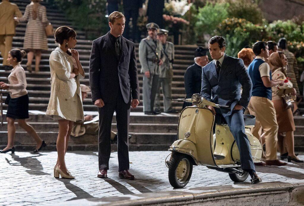 I protagonisti del film Operazione U.N.C.L.E. si incontrano ai piedi della scalinata di Trinità dei Monti in Piazza di Spagna a Roma