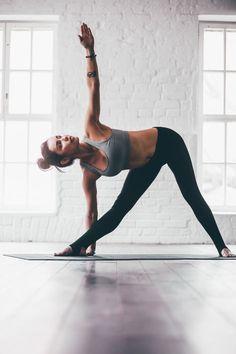 Posizione di stretching detto Trikonasana